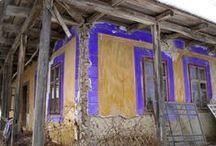 Peteritea. Case vechi, semnele unei civilizatii care dispare. / Peteritea. Case vechi, acareturi, unelte, haine, obiecte, semne si ramasite ale unei civilizatii care dispare.