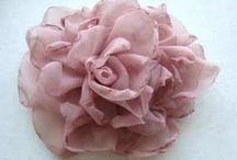 Květiny z látky,stužky,krajky,papíru