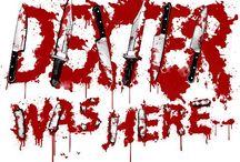 DEXTER / Um assassino em série que trabalha como analista forense especialista em padrões de dispersão de sangue no departamento de homicídios de Miami.