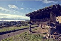 Horreos asturianos / Horreos, arquitectura popular asturiana que servian para guardar la cosecha de la temporada.