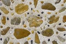 Mozaiek Epidavros / Tuintegels met natuurstenen uit Epidavros, gelegd in cement. En tegelmozaiek.