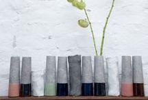 Wazony/Vases / To drobiazgi nadają wnętrzom indywidualnego charakteru. Spersonalizuj swoją przestrzeń wybierając kilka dodatków w kolekcji tak znakomitych firm jak Hubsch, Bloomingville czy House Doctor.