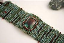 bracelets perles / essentiellement avec des rocailles pour tous les tableaux perles