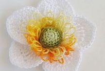 Flores/folhas croche e outras / Flores de croche, fuxico e outras / by Leila Folli Rossi