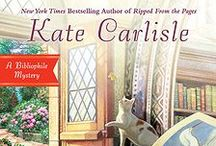 Books of a Feather, Bibliophile Mystery 10 / San Francisco book-restoration expert Brooklyn Wainwright's latest project is for the birds, but it may have her running for her life. . . Learn more about Books of a Feather at www.KateCarlisle.com