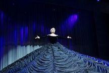 Η Μαρινέλλα συναντά τη Βέμπο / Η Μαρινέλλα συναντά τη Βέμπο Απο 29 Μαρτίου 2014 εως 13 Απριλίου στο Θέατρο Badminton Κείμενο - Σκηνοθεσία: Πέτρος Ζούλιας Χορογραφίες: Φωκάς Ευαγγελινός Έρευνα - Μουσική Επιμέλεια: Λάμπρος Λιάβας Ενορχηστρώσεις- Διεύθυνση Ορχήστρας: Γιώργος Ζαχαρίου Φωνητικός Σχεδιασμός - Μουσική Διδασκαλία: Χριστίνα  Αργύρη  Σκηνικά: Γιώργος Γαβαλάς – Γιάννης Μουρίκης Κοστούμια: Εύα Νάθενα Φωτισμοί: Ελευθερία Ντεκώ Σχεδιασμός ήχου: Γιάννης Σμυρναίος Παραγωγή: Μιχάλης Αδάμ  www.abcd.gr 210-8840600