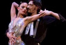 FOREVER TANGO / FOREVER TANGO Το «Dirty Dancing» της Αργεντινής, ξανά στο Θέατρο Badminton! 25 και 26 Μαρτίου «Τάνγκο είναι το συναίσθημα που σε κατακλύζει όταν το χορεύεις... Μία ιστορία που λες σε 3 λεπτά… Είναι πάθος. Μελαγχολία. Ένταση. Είναι κάτι πολύ περισσότερο από χορός. Το τάνγκο είναι μουσική, δράμα, κουλτούρα. Είναι τρόπος ζωής.» www.abcd.gr