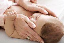 Masaż niemowląt / Dotyk kochającego rodzica wzmacnia wieź pomiędzy nim a niemowlakiem.  http://www.spokojdziecka.pl/aktualnosci/masaz-shantala-przygotowanie.html