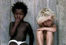 Kids all over the World / Dzieci na całym świecie tak samo są ciekawe przygód i otoczenia. Jednak nie wszędzie wyglądają tak samo. Różnią się kolorem skóry, typem urody, miejscem zamieszkania, kulturą... Zapraszamy do poznania dzieci z całego świata.