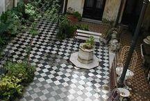 внутренний дворик /  inner courtyard