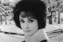 """Audrey Hepburn / Uma premiada atriz,mulher,mãe e humanitária britânica nascida na Bélgica. Seus filmes mais conhecidos são """"Roman Holiday"""",""""Breakfast At Tiffany"""" e """"Funny Face"""",entre outros."""