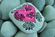 :: Painted Stones ::