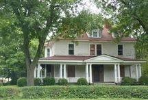 Old Historic Homes for Sale / by Beverly Munden