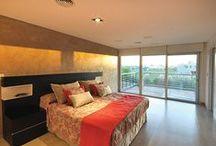 Habitación / Bedroom / Cuatos y habitaciones de casas argentinas, de variados estilos. Encontrá los arquitectos realizadores en www.portaldearquitectos.com