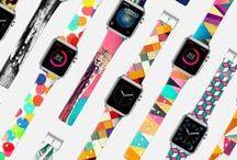 Apple Watch / Onu denemek demek, onu sevmek demek.  Bildirimleri anında alın ve yanıtlayın, günlük aktivite durumunuzu takip edin veya müziğinizi sesinizle kontrol edin. Apple Watch ile, en önemli bilgilere ve en temel özelliklere ulaşmak için bileğinizi kaldırmanız yeterli.
