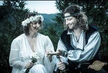 Ceremonie Medievala de Nunta -Reinnoirea Juramintelor / Pentru nonconformisti o ceremonie medievala de nunta poate surprinde in mod placut familia si prietenii mirilor, iar ziua nuntii va deveni o zi memorabila. Orice an aniversar al casatoriei poate fi marcat cu o ceremonie medievala de reinnoire a juramintelor !