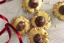 Julekakor / Julen är glädjens högtid. Och fikans! Baka vackra kakor att njuta av. Fyll brödburken med bullar och småkakor, så har du alltid något gott att bjuda på till kaffet när släkten kommer på spontanbesök