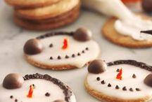 Pyssel och julbak med barnen / Minns du hur julen var när man var liten? Adventskalendern, terminsavslutningen, julklapparna... Det var något magiskt i luften. Med lite pyssel i köket tillsammans med barnen får du själv vara med och uppleva magin.