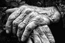 Oude handen - Old hands / Prachtige handen die door de tijd getekend zijn.