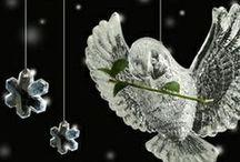 Klassieke Kerstkaarten / Klassieke kerstkaarten online maken en versturen. Kies een mooie klassieke kerstkaart, schrijf de tekst, en met een druk op de knop, worden alle kerstkaarten voor u gedrukt en via PostNL verstuurd! http://www.kerstkaartensturen.nl/kerstkaarten/kerst-klassiek/