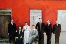 """""""Retratos de Familia"""" por Roberto Carrizo / El Retrato de Familia es una pieza solemne, lleno de detalles: desde su vestuario hasta la luz que los envuelve. A estos grupos familiares, algunos solitarios, los entrelazan sus apellidos y pertenecen a una época que nos evocan un pasado íntimo y elegante. Esta serie de pinturas al óleo y dibujos está basada en fotografías familiares de los años 40, 50 y 60, y de principios de siglo XX"""