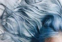 colo r i d o / cabellos de diversos colores y tonos.