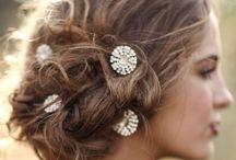 Inspirations coiffures / Dossier de coiffures  pour aider les futures mariées à trouver leur bonheur
