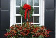 Noël / Décorations de Noël, sapins de Noël, couronnes, pièce décoré pour les fêtes.