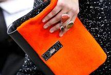 Ognisty oranż / Pomarańcz to wyjątkowa barwa w wiosennej palecie kolorów. Odważnie dominuje w każdej stylizacji. Zobaczcie jakie inspiracje dla Was przygotowaliśmy!