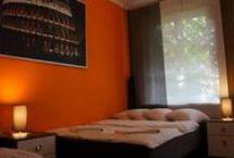 Apartament Pomarańczowy krakow / Apartament Pomarańczowy to duży i ekskluzywny apartament składający się z dwóch pokoi, kuchni, jadalni, łazienki i tarasu z zestawem ogrodowym dla czterech osób który, składa się z blatu i dwoch siedzisk o całkowitej powierzchni 47 m2