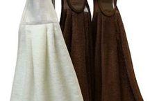 Keittiön näppipyyhe / Keittiöpyyhkeet / näppipyyhkeet tarrakiinnityksellä oven kahvaan. Materiaalina hyvälaatuinen puuvillafrotee (93%puuvilla 7%polyesteri), josta nukka ei purkaudu. Yläosassa 100% puuvillakangas, kantattu puuvillanauhalla. Näppipyyhkeet ommellaan ja brodeerataan Peräseinäjoella. Tilaukset myös netistä.