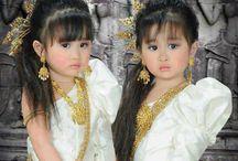 Bébés et jumelles