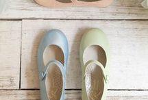 Primavera/ Verano 2015 / Os presentamos nuestra colección de calzado infantil y juvenil para esta temporada primavera-verano.  Una selección llena de color para que la primavera inunde el armario de tus niños!