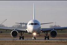 La nostra flotta / La nostra flotta è composta da: - 8 Boing B737 - 7 Airbus A320  - 6 Embraer  E190