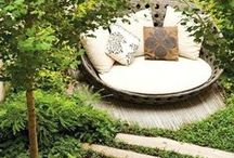A Small Slice of Nature / Small outdoor spaces can be stylish sanctuaries. We'll share inspiration for transforming your small space into a place you'd like to spend your time.