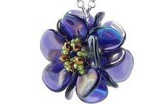 B - rose petals, piggy, magatama / Rose petal beads, Piggy beads, Long Magatama