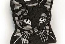 CATS - FIBULARIA / Broches de un montón de gatitos. Encuentra el tuyo en Fibularia.com