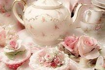 porcelaine anglaise et  thé a la rose