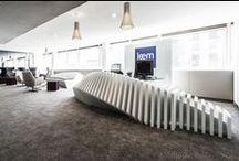 Bureau / Environnement professionnel, travail, bureaux, tables de réunion en résine de synthèse