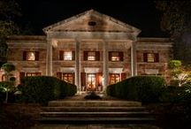Atlanta Moonlit Weddings / The classic southern romantic fantasy is felt throughout the stately plantation like setting. The gardens invite you to stroll through the centuries old oaks and to host your garden wedding amongst the six flowing fountains and picturesque statues surrounding the outdoor wedding site. This Georgia outdoor wedding venue features the 19,000 square foot mansion and 4,000 square foot formal ballroom.