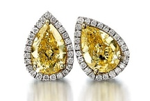 Fancy Yellow Diamonds / Like the African sun, rich in warmth and joy, natural fancy yellow diamonds sparkle with the most magical golden hues – a ray of sunshine captured in an inspired collection where light and life are magically bound in a design that defines beauty and elegance.  Fancy yellow diamonds are also called canary yellow diamonds.  Here is a collection of Shimansky's beautiful yellow diamond rings, pendants and other jewellery pieces.