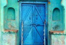 Puertas, ventanas y fachadas.
