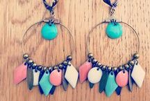Colliers, bracelets et boucles d'oreilles...