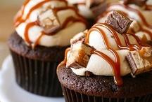 Fun Cakes and Cupcakes / by Sarah Patton