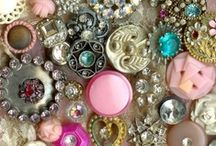 BUTTONS ~ VINTAGE / by Sue Dewland