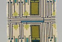 Wallpapers. Printed fabrics / Tapettimalleja tai tiloja,joissa tapetti on olennainen osa sisustusta. Painokankaita