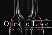 Ours to Love (Wicked Lovers Book 7) / Between two brothers… Comes an irresistible woman… And inescapable danger…