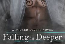 Falling in Deeper (Wicked Lovers Book 11) / A sexy ex-con. A beauty with a dangerous past. Can they trust the bond they've formed as they're Falling in Deeper?