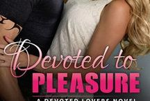 Devoted Lovers / STEAMY, SUSPENSEFUL, CHARACTER-DRIVEN STORIES ABOUT HEROES WHO WILL DO ANYTHING TO LOVE AND PROTECT THE THE WOMEN BOLD ENOUGH TO BE THEIR SOUL MATES. BEGINS WHERE WICKED LOVERS ENDED.
