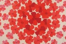Kankaita, kuoseja / Tämän tyyppisiä kankaita, ei siis välttämättä juuri näitä. Ykkössuosikki väri on aina punainen, mutta muutkin värit käyvät, jos ei sovi omiin tarkoituksiin, aina voi vaihtaa jonkun toisen kanssa :)